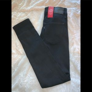 Levi's slimming skinny jeans brand new with tags